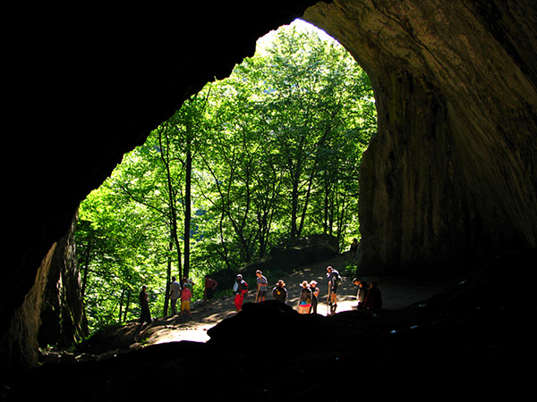 Mézgedi Cseppkőbarlang