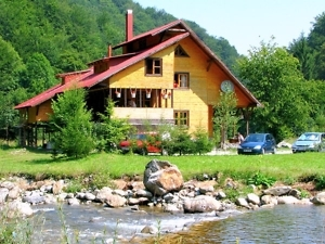 Rustic House cottage accommodation in Apuseni Mountains Romania