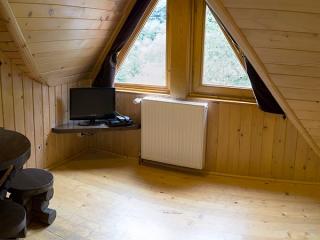 Pensiune Rustic House - cazare apartament - interior camera