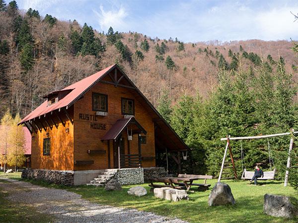 Pensiunea Rustic House - Cabana 1 zi frumoasa toamna noiembrie