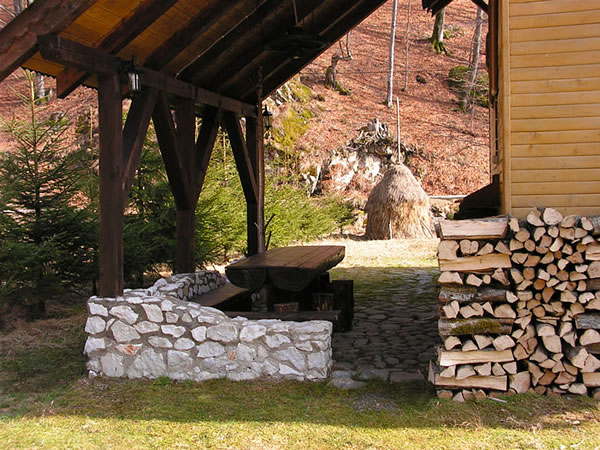 Pensiune Rustic House - Cabana 1 terasa acoperita capita Apuseni