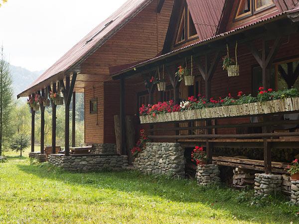 Pensiune Rustic House Bihor, Cabana 2 terasa fata flori