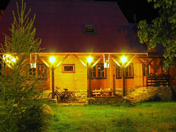 Pensiune Rustic House - Cabana 2 noaptea