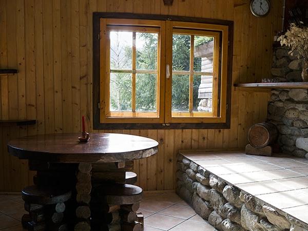 Pensiunea Rustic House - Cabana 2 sufragerie