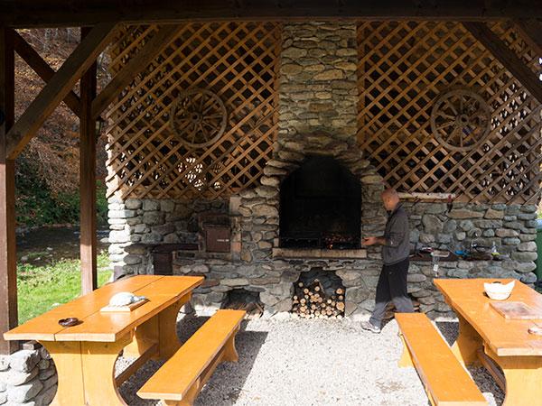 Rustic House in Apuseni - loc de gratar Cabana 2