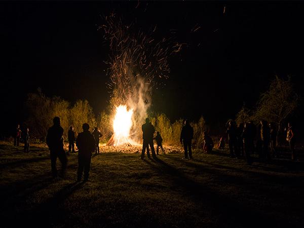 Pensiune Rustic House - Cabana 2 foc de tabara noaptea